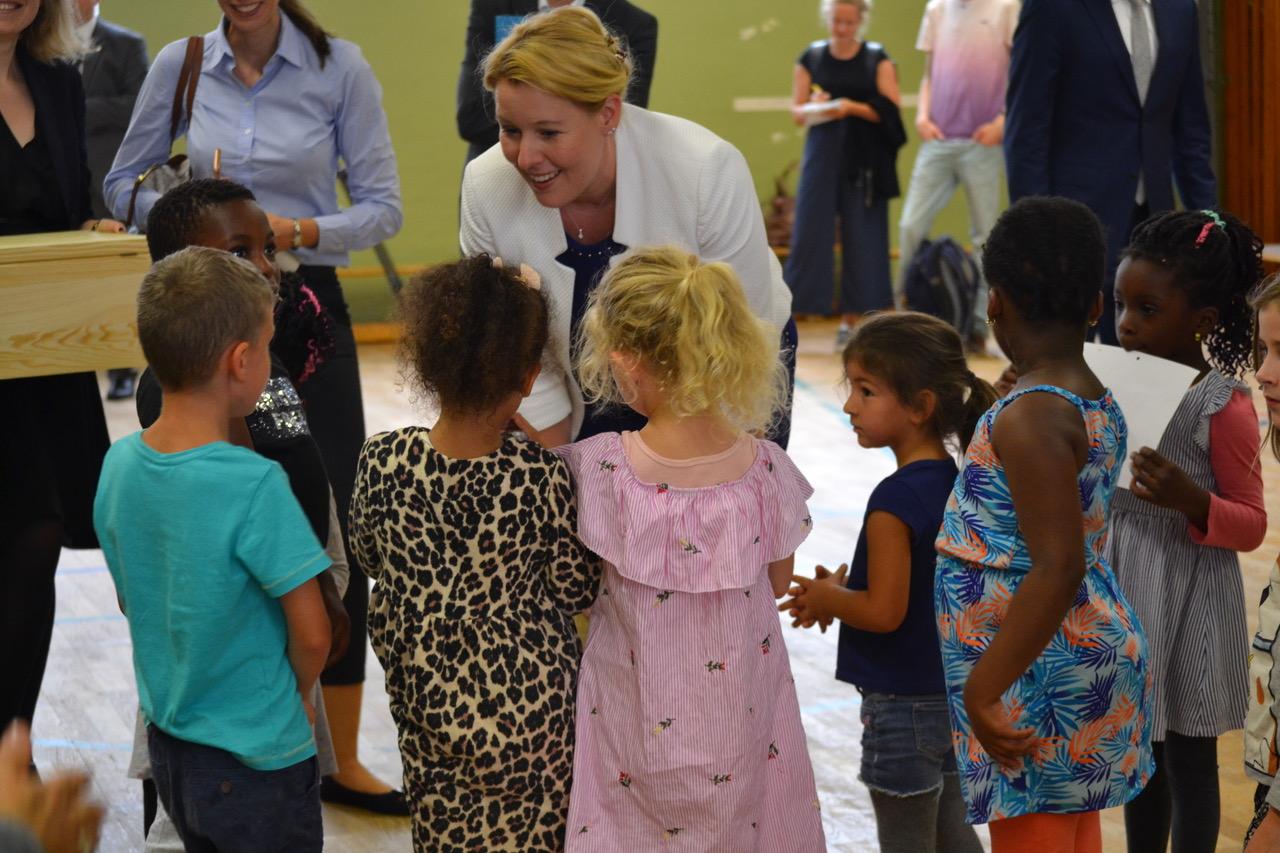 Bundesministerin Giffey mit Kindern der Kita Sonnenschein_copyright Paritaetischer